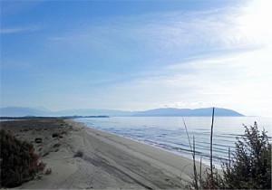 Küste und Insel Sazan