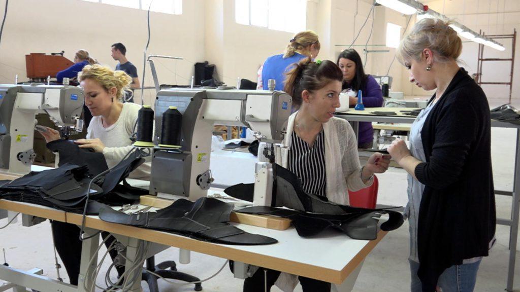 Künzli Factory: Nähereimeisterin bei der Arbeit
